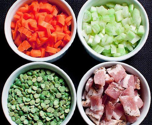 Karotten, Speck und Split Erbsensuppe