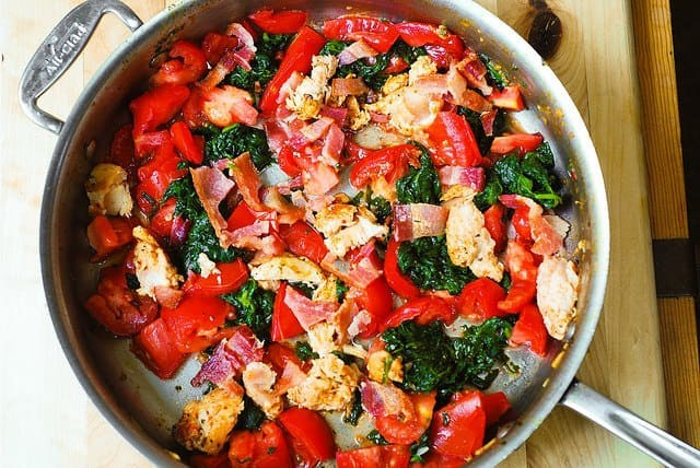 Tomaten-Spinat-Huhn-Teigwaren
