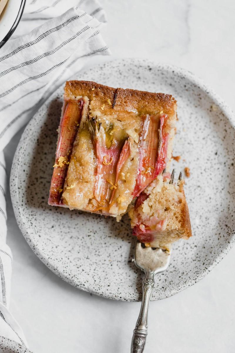 Rhabarber-Mandel-Sahne-Torte