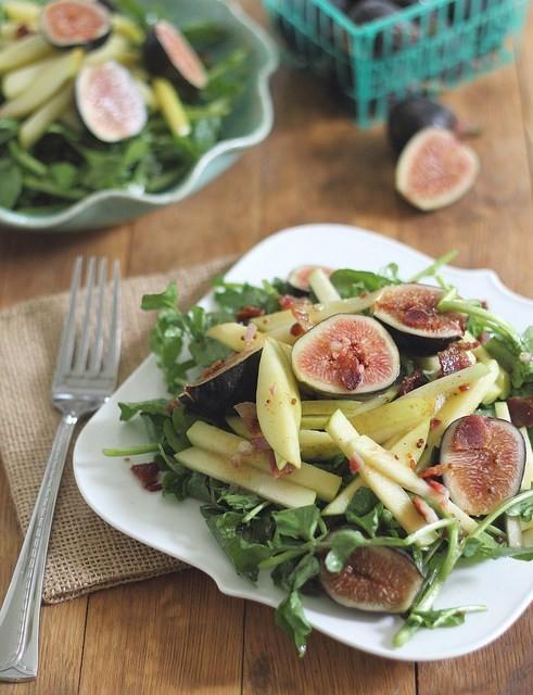 Fall Feigen Salat mit Äpfeln, Trauben und Senf Vinaigrette
