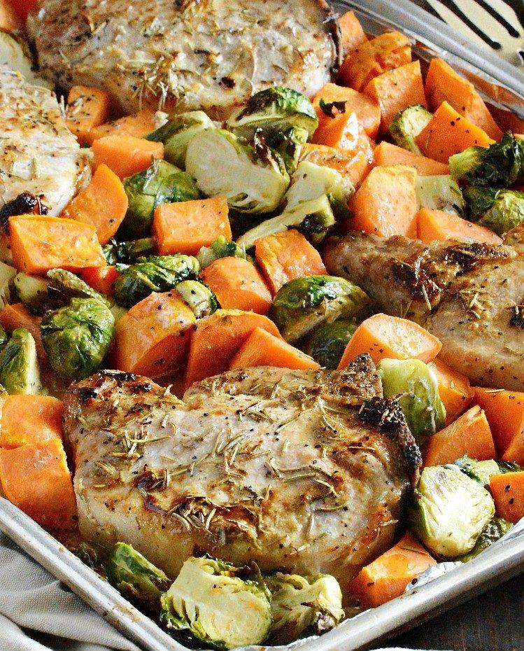 Schweinerippchen mit Karotten und Maple Dijon Kartoffeln