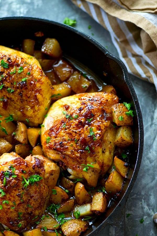 Gebackenes Honig-Knoblauch-Huhn mit Brokkoli und Kartoffeln
