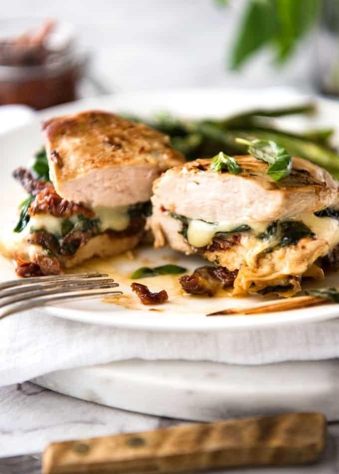 Gefüllte Hühnerbrust mit Mozzarella und Spinat