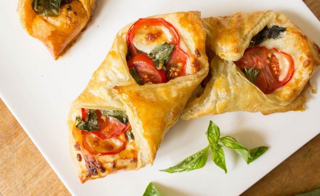 Peperoni-Basilikum-Tomaten-Puffs-Gebäck