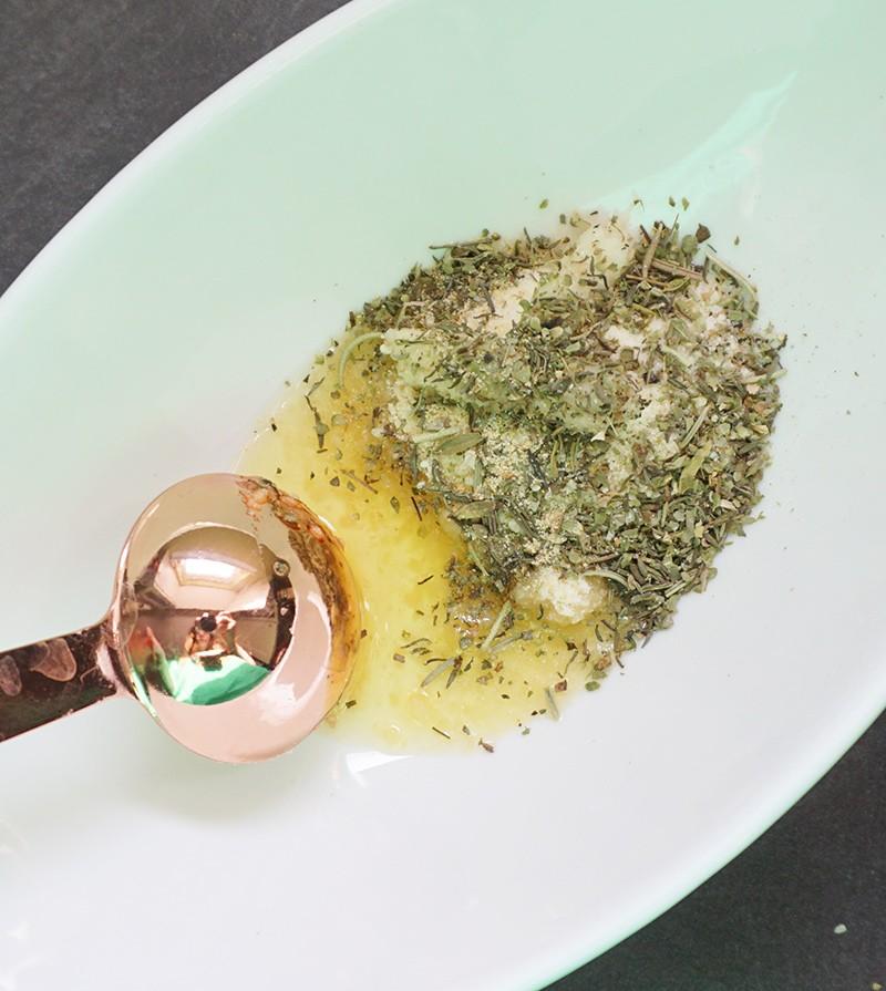 Parmesan puffs mit Knoblauch und Ofen