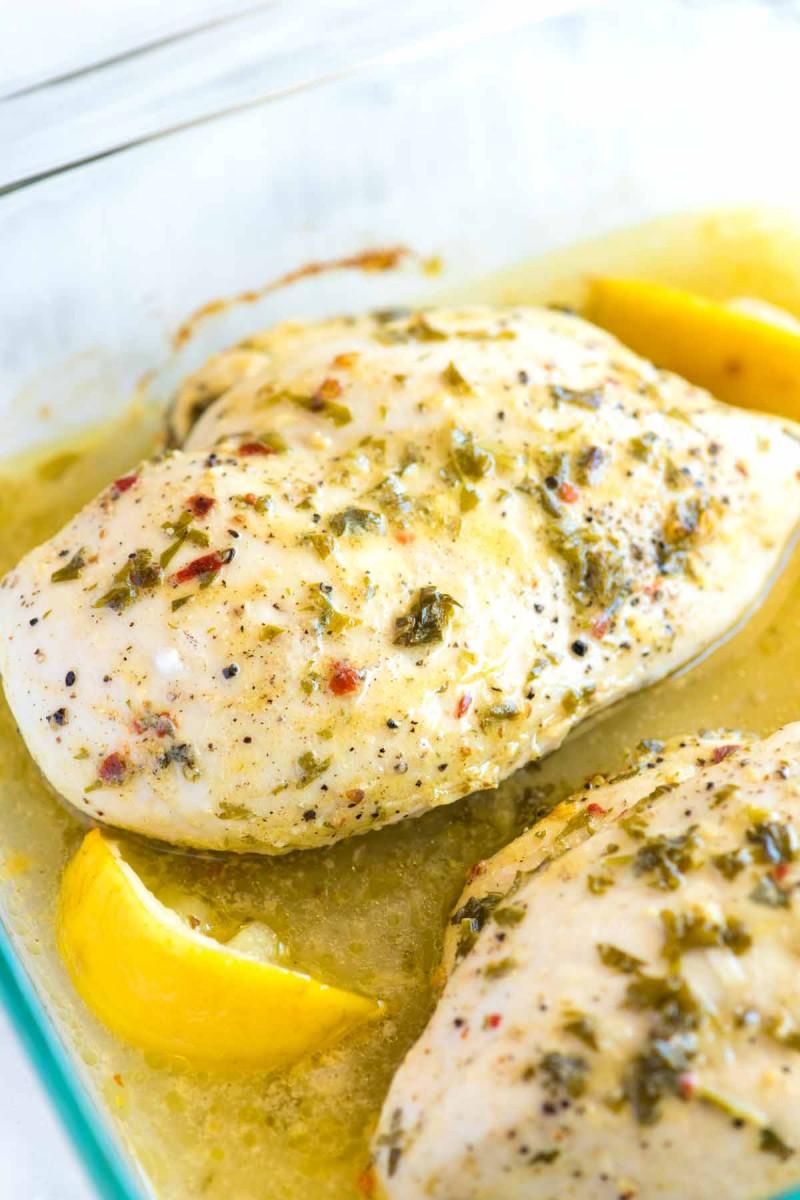 Gebackene Hähnchenbrust mit Zitrone und Gemüse