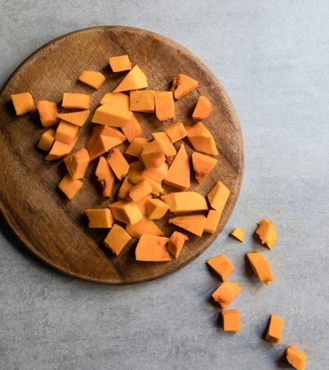 Kürbissuppe mit Karotten und Chorizo