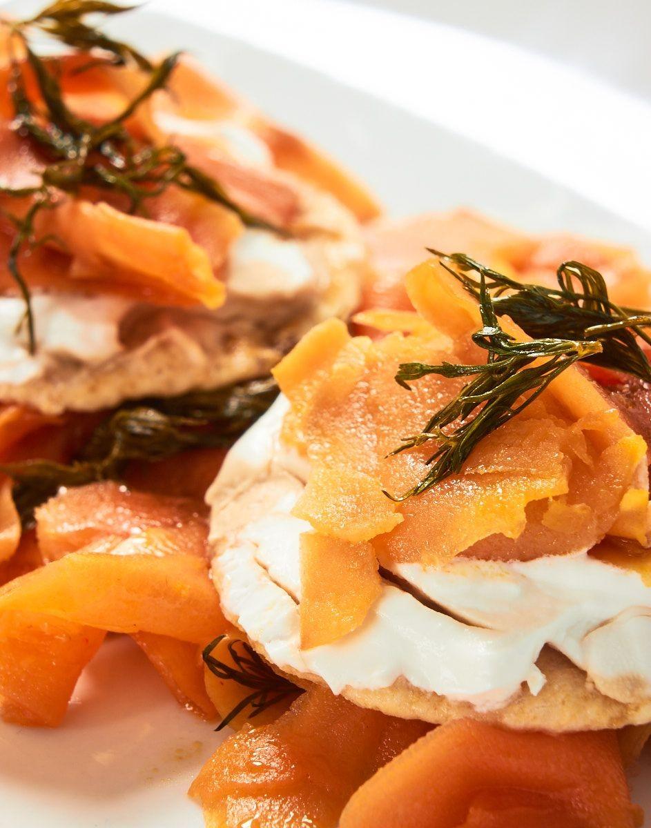 Marinierter Räucherlachs mit Kräutern und Karotten - Veganer (Karotte Lox)