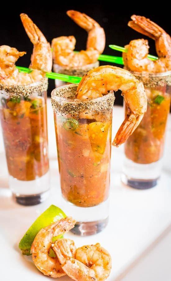 Würzige Bloody Mary Gazpacho & Shrimp Shooters