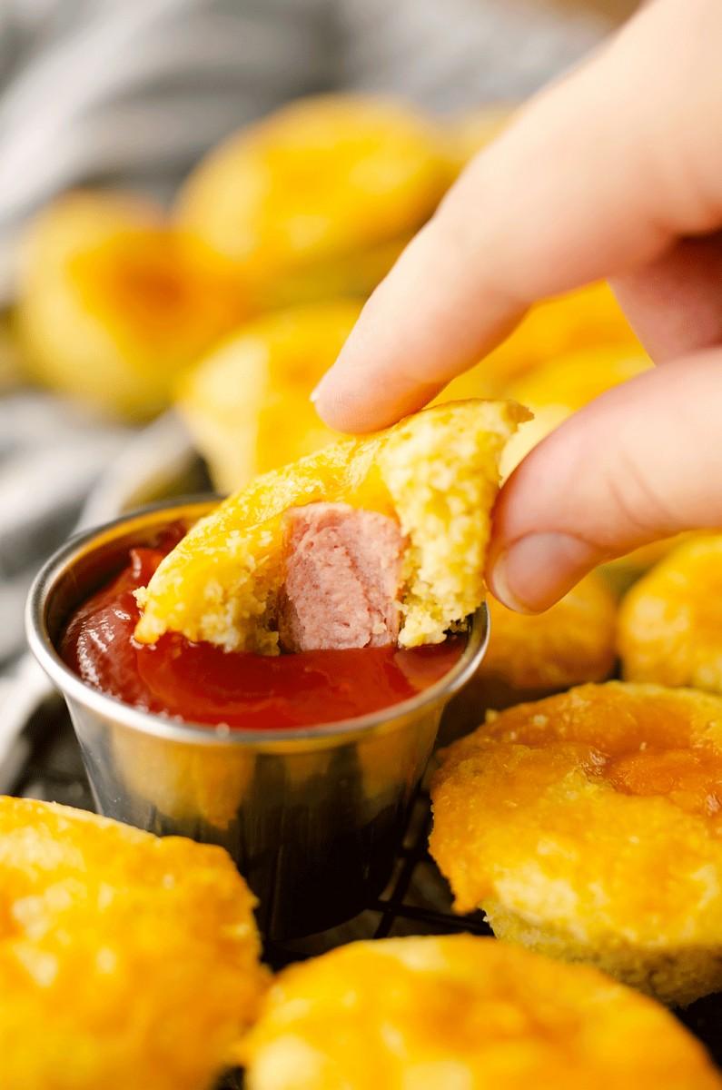 Cheddarkäse Mais Hund Mini Muffins